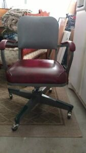 Vintage United Brand Industrial Style Metal Office Chair With Propellor Bottom