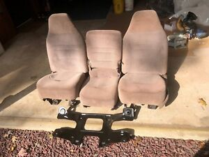 92 93 94 95 96 Ford F150 F250 F350 Front Bucket Seat Console Tan Cloth Manual