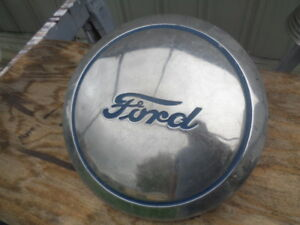 Vintage Ford Dog Dish Poverty Center Cap 12 Truck Car Blue Script Ford