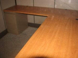 Herman Miller Twin L Shaped Office Desk Cubicles For Businesses