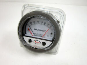 Dwyer Photohelic 3002mr Pressure Switch Gage Range 0 2 Inches Water 3002 mr