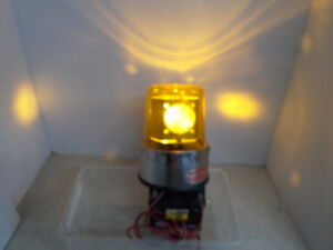 Vintage Action Lite Rotating Strobe Beacon Light Amber Volts 12 Date 3 86 Bb p