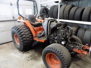 Kubota L 2900 4x4 Tractor for Parts