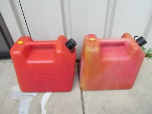 Blitz 5 Gallon 18 93 Liters Vented Gas Cans Two Each