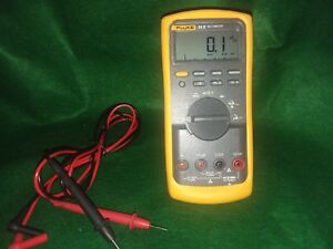 Fluke 83 V True Rms Multimeter In Good Working Cond manual
