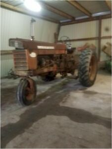 3 Farmall 560 Tractor Collection 1 Gas 2 Diesel