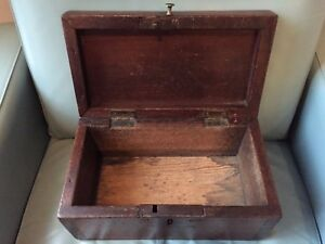 Primitive American Walnut Late 18th Or Early 19th Century Document Box