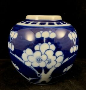 Chinese Vintage Blue And White Porcelain Jar