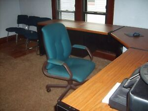 Steelcase 9000 Series Computer Furniture W Adjustable Corner And Chairs used