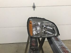 2000 2005 Cadillac Deville Right Side Headlight Nice Oem