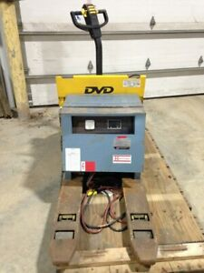 Hyster W45xt Electric Pallet Jack 4500 Cap With 3ph 12v Dc Charger