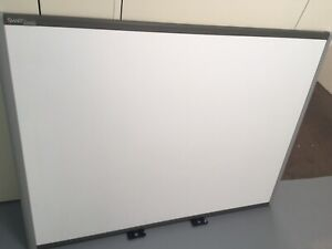 Smart Board Sb680 77 Interactive Whiteboard Euc Vg Bundle Teaching Tools
