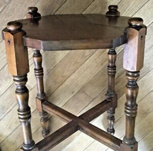 Vintage Wood 17 Tall Plant Stand With Spindle Legs