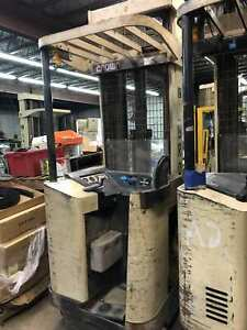 Used Crown 45rrtt s Narrow Aisle 36v Electric Stand up Reach Forklift