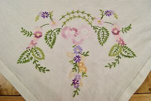 Vintage Linen Floral Embroidered Tablecloth Teacloth T39