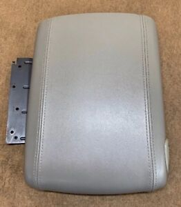 2000 2006 Tahoe Yukon Suburban Denali Light Gray Center Console Lid Oem Sale