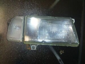 1997 Geo Tracker Right Side Pass Side Headlight Assembly