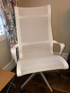 Herman Miller Setu Lounge Chair seldom Used In Excellent Condition white