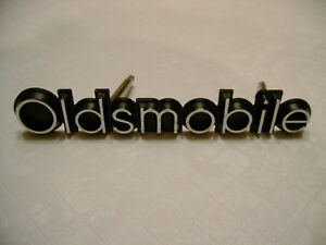 1977 Oldsmobile Cutlass Supreme Salon Nos Gm Lh Grille Nameplate New Olds