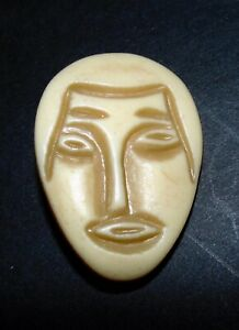 Vintage Realistic Celluloid Head Button 1206