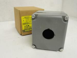 186025 New In Box Square D 9001ky1 Push Button Enclosure 30mm Cast Aluminium