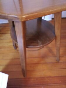 Cushman Colonial Lamp Table