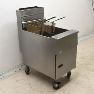 Pitco Sg18 s Natural Gas 140k Btu 75 Lb Stainless Steel Floor Fryer With Casters
