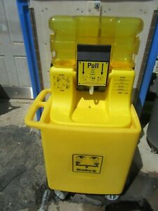 Bradley Eye Wash Station S19 921 W cart Mobile Unit Very Nice