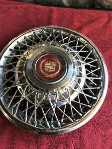 1980 s Cadillac Wire Spoke Locking 15 Inch Hubcap Wheel Cover
