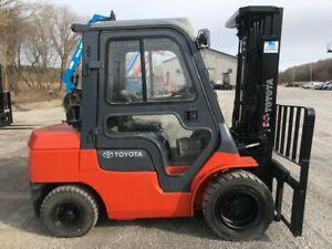 2000 Toyota 6500 Fork Lift Lift Truck With Cab And Pneumatic Tires