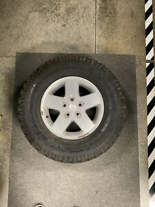 4 17 Jeep Wrangler 2011 Oem Wheels And After Market Tires 285 70r17