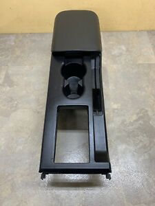 05 09 Mustang Center Console Arm Rest Cup Holder Oem Black