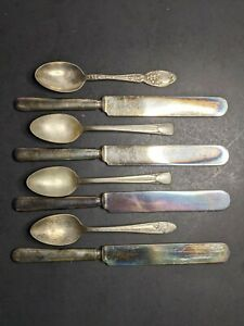 8 Pieces Of Silver Plated Silverware 4 Butter Knives 4 Spoons R Wallace