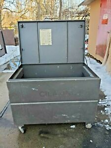 Knaack Jobsite Steel Tool Storage Chest With Casters