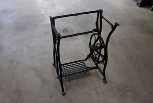 Wheeler Wilson D 9 Treadle Sewing Machine Table Iron Frame Base Excellent