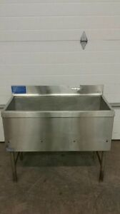 La Crosse Ice Bin With Cold Plate With Up To 7 Input Lines Soda Beer