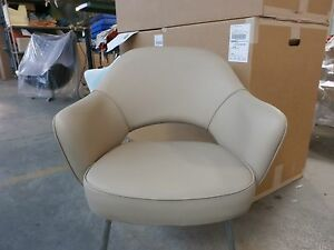 Very Early Knoll Saarinen Executive Arm Chairs In Beige Leather Designed C1957