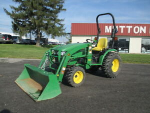 Used John Deere 2520 Compact Tractor With Loader