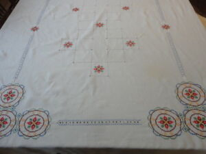 Beautiful Vintage Hand Embroidered Linen Tablecloth 46 X 72