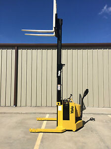 1999 Yale Walkie Stacker 12 Volt Straddle Walk Behind Forklift 2800 Lb Cap