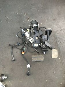 2012 Gmc Sierra Chevy Silverado 2500 6 0l Accelerator And Brake Pedal Assembly