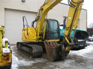 2005 New Holland Excavator