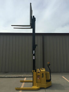 2005 Yale Walkie Stacker Walk Behind Forklift Straddle Lift Very Nice