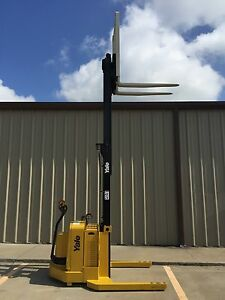 2004 Yale Walkie Stacker Walk Behind Forklift Straddle Lift only 53 Hours