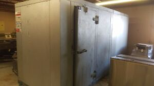 Used Harford Walk in Cooler With Floor 6 X 15 X 7 5 H Remote Refrigeration