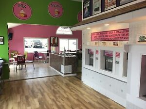 Full Frozen Yogurt Ice Cream Store 5 Air Cooled Machines Tables Topping Bar