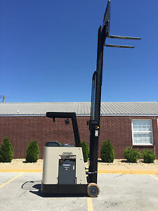 2005 Crown Rc 3020 30 Forklift Stand Up Electric Recond Battery 10 826 Hours