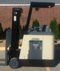 2005 Crown Rc 3020 30 Forklift Stand Up Electric Dockstocker Recon Battery