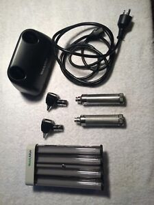 Welch Allyn 3 5v Diagnostic Desk Set Otoscope And Opthma 7114x Charger