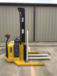 2009 Yale Walkie Stacker Walk Behind Forklift Straddle Lift Only 2627 Hours